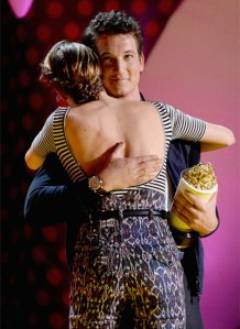 miles-teller-hugging-shailene-woodley-mtv-movie-awards-2015