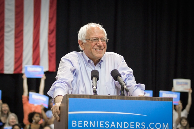 Bernie Sanders closing in on Hillary Clinton in fundraising, attracting student donors